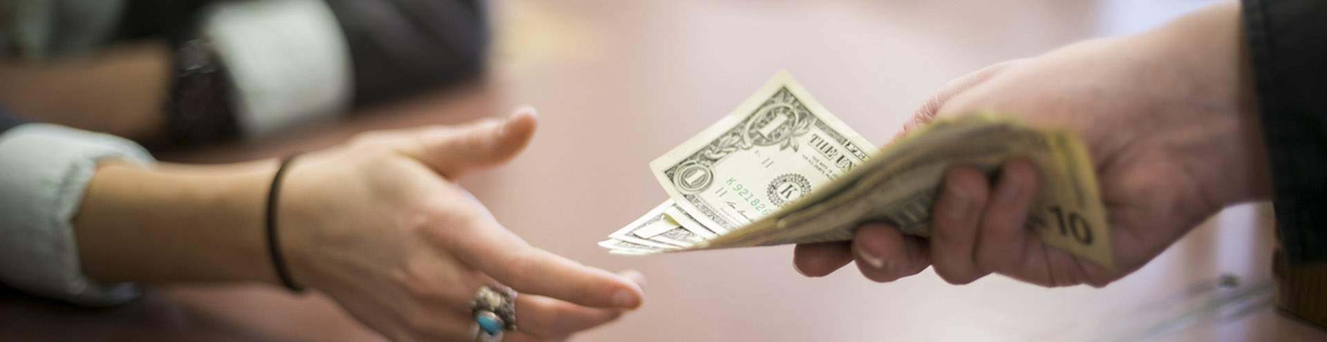 как на лайф брать деньги в долг